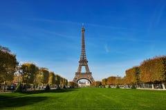 埃佛尔铁塔的风景看法在蓝天的 免版税图库摄影
