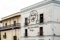 埃内斯托切・格瓦拉的图象在房子墙壁上的在圣地亚哥 图库摄影
