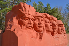 埃利斯塔,俄罗斯 的英雄和战争巨大爱国战争纪念复合体的雕刻的composittion的片段民用  免版税库存照片