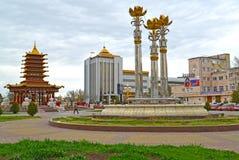埃利斯塔,俄罗斯 莲喷泉和七天塔在列宁的摆正 库存照片