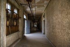 埃利斯岛被放弃的精神病院内部房间 库存照片