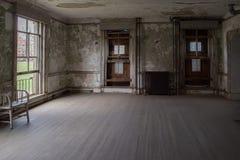 埃利斯岛被放弃的精神病院内部房间 图库摄影