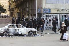 埃及人维持治安是警戒着暴乱 免版税库存照片