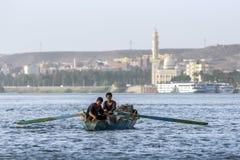埃及人荡桨他们的渔船 免版税图库摄影