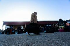 埃及当局今天再开在加沙和埃及之间的单一乘客横穿两个方向的 库存照片