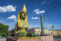 埃及桥梁狮身人面象在Fontanka河,圣彼德堡的 免版税库存照片