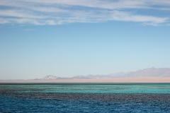 埃及横向 天空蔚蓝和三色海 图库摄影