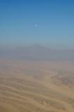 埃及沙漠、山和天空鸟瞰图  免版税库存图片