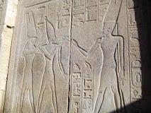 埃及神和法老王的安心 免版税库存图片