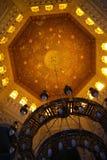 埃及,开罗- 2010年9月19日:清真寺的被绘的天花板 免版税图库摄影