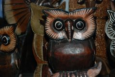 埃及,洪加达,与纪念品的16,01,2009头小雕象木猫头鹰 图库摄影