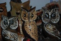 埃及,洪加达,与纪念品的16,01,2009头小雕象木猫头鹰 库存照片