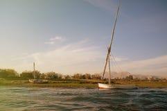 埃及 在尼罗的船在卢克索 库存照片