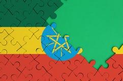 埃塞俄比亚旗子在与自由绿色拷贝空间的一个完整七巧板被描述在右边 向量例证