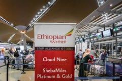 埃塞俄比亚航空在吉隆坡国际机场的登记处柜台 免版税库存图片