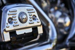 埃尔卡洪,CA/USA - 2016年8月2日:结婚与摩托车他们的月度集会的小组聚集 乘坐哈利的夫妇俱乐部  免版税库存照片