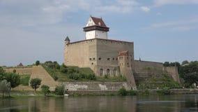埃尔曼` s城堡特写镜头天在威严的纳尔瓦,爱沙尼亚 股票录像
