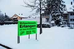 埃尔朗根,德国- 12月18 :圣诞节在E的市场singboard 免版税库存照片