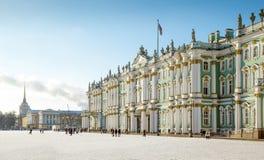 埃尔米塔日博物馆-在宫殿正方形的冬宫大厦 库存图片
