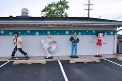 埃尔维斯・皮礼士利、玛丽莲・梦露、占士・甸和贝蒂・布普雕象  免版税库存照片