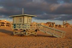 埃尔莫萨海滩救生员棚子 免版税库存照片
