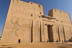 埃德富寺庙的侧视图在埃及 免版税库存图片