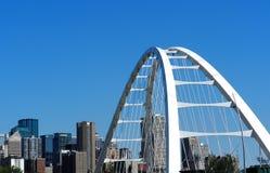 埃德蒙顿亚伯大都市风景或地平线与桥梁 库存照片