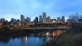 埃德蒙顿,加拿大都市风景在晚上 免版税库存图片