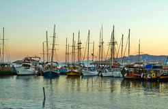 埃拉特海湾的看法与游艇的 图库摄影