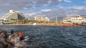 埃拉特盐水湖和旅馆区域在以色列 免版税库存图片