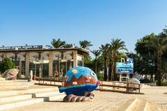 """埃拉特,以色列†""""2017年11月7日:在城市博物馆`埃拉特Iri `,埃拉特,以色列附近停放 免版税库存图片"""