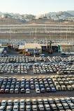 """埃拉特,以色列†""""2017年11月7日:新的汽车在埃拉特,以色列货物港排队了  库存图片"""