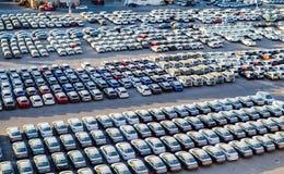 """埃拉特,以色列†""""2017年11月7日:新的汽车在埃拉特,以色列货物港排队了  免版税库存照片"""