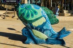 """埃拉特,以色列†""""2017年11月7日:鱼绘与花卉,城市博物馆五颜六色的雕塑  库存照片"""