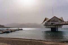 埃拉特,以色列- 2018年3月28日:潜水中心在海岸的Custo俱乐部在埃拉特,以色列附近 免版税库存照片