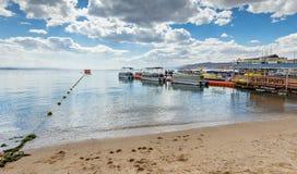 埃拉特,以色列- 2017年2月, 15日:中央公开海滩在埃拉特 免版税库存照片