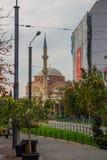 埃斯基谢希尔,土耳其:雷沙迪耶街和雷沙迪耶清真寺视图在埃斯基谢希尔市 免版税库存照片