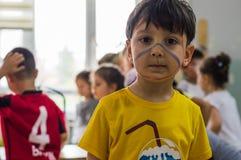 埃斯基谢希尔,土耳其- 2017年5月05日:与出席动物天事件的色的面孔的学龄前孩子在幼儿园 免版税库存照片