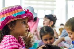 埃斯基谢希尔,土耳其- 2017年5月05日:出席动物天事件的学龄前孩子在幼儿园 库存图片