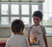 埃斯基谢希尔,土耳其- 2017年5月05日:出席动物天事件的学龄前孩子在幼儿园 免版税库存图片