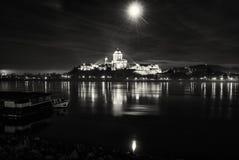 埃斯泰尔戈姆大教堂夜,匈牙利,无色 免版税图库摄影