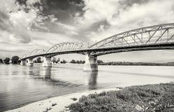 从埃斯泰尔戈姆, Sturovo的匈牙利, colorle的玛丽亚瓦莱里亚桥梁 库存图片