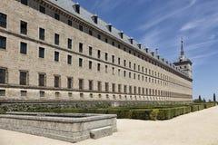 埃斯科里亚尔修道院侧视图  免版税库存图片