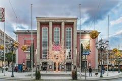 埃森,德国- 2017年10月30日:圣诞节照明在著名老Grillo剧院附近已经变暗在 免版税库存照片