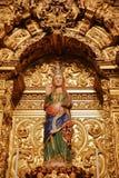 埃武拉,葡萄牙- 2016年10月9日:怀孕的圣母玛丽亚的雕象在大教堂Se里面的 库存图片