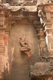 埃洛拉石窟的优美地被雕刻的舞女 库存照片