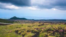 埃特纳火山土地和爱奥尼亚海在西西里岛沿岸航行 图库摄影