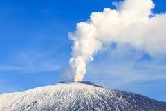 埃特纳火山排气 免版税库存照片