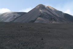 埃特纳火山武尔卡诺岛在西西里岛的 免版税库存照片