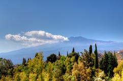 埃特纳火山,陶尔米纳,西西里岛,意大利 免版税库存图片